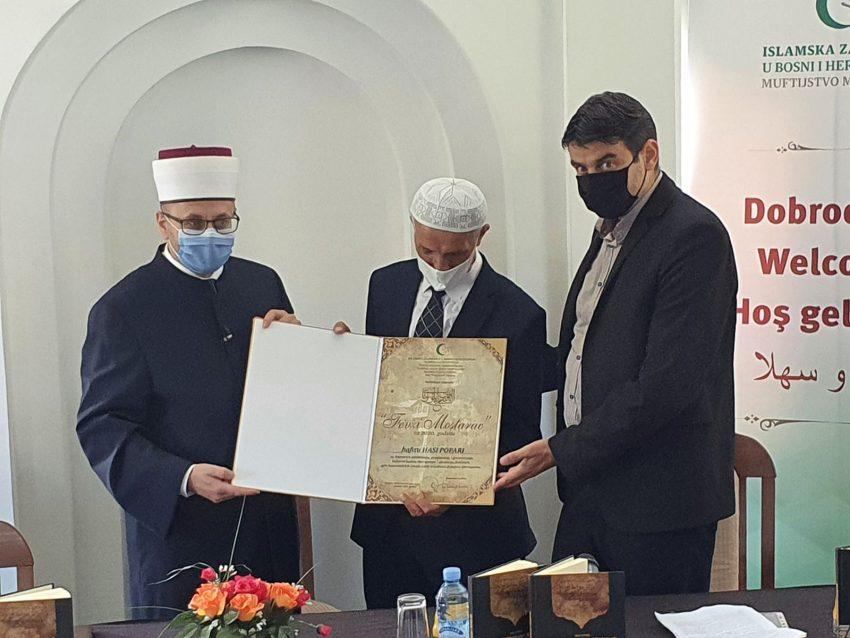 """Hafizu Hasi Popari dodijeljena nagrada """"Fevzi Mostarac"""" i promovisana njegova knjiga o Ljubinju"""
